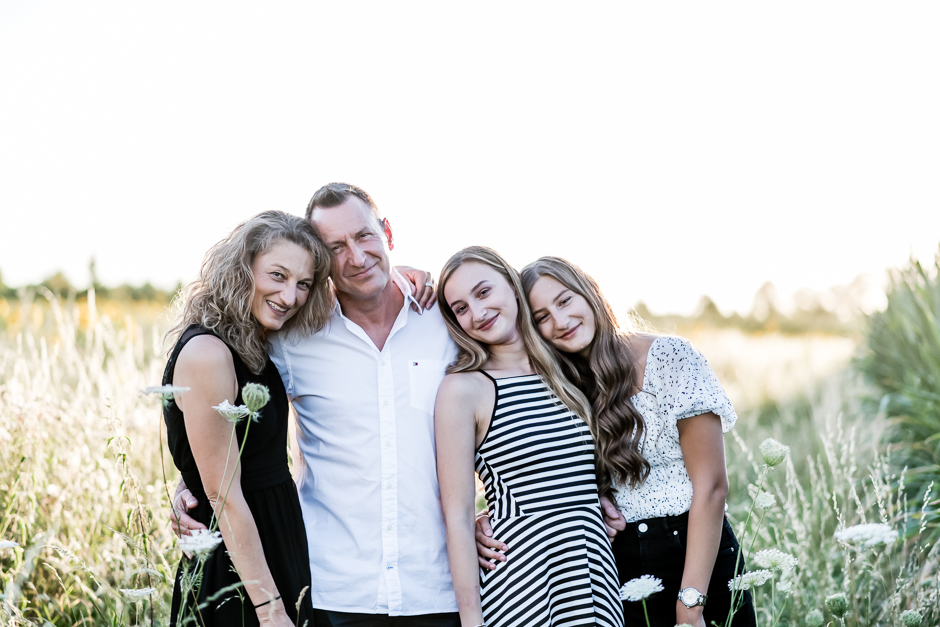 Familienfotos zwischen Sonnenblumen und Wiesenglück